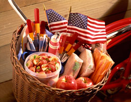 Basket-with-flags-and-picnicsm